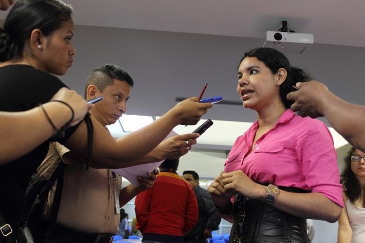 Silueta X - Lanzamiento Unión de hecho en Guayaquil - Rueda de Prensa - lider GLBTI Diane Rodríguez (2)