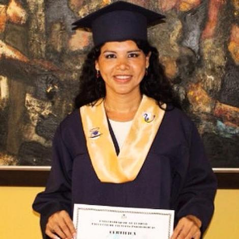 Diane Rodríguez primera transexual en Ecuador en adquirir el grado de Psicóloga